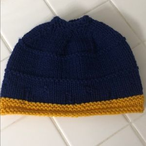 Knitted blue/gold beanie!
